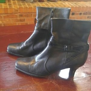Kenneth Cole Black Leather Heeled Boots/Booties